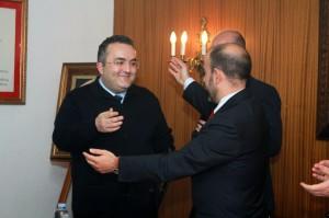 Antonio Robles Gómez recibe el agradecimiento del Hermano Mayor